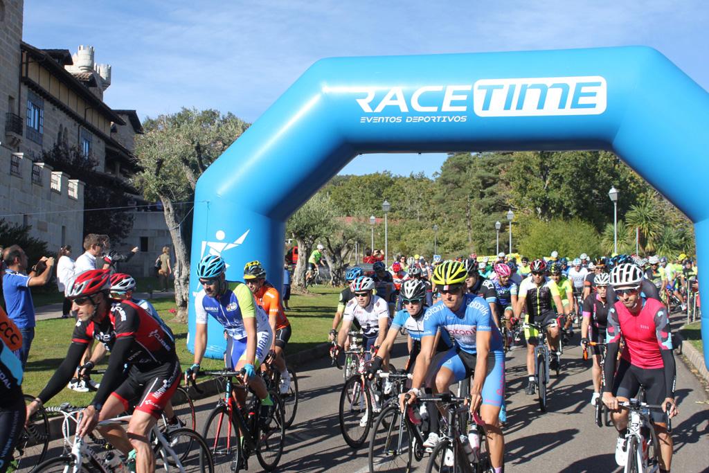 Cerca de 300 ciclistas conquistan la Peña de Francia